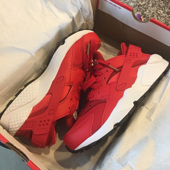 Red Huaraches Size 6 Mens Fits Women